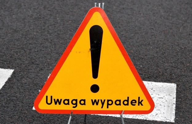 """Łódzkie: Tragiczny wypadek na krajowej """"70"""". Auto zderzyło się z motocyklem"""