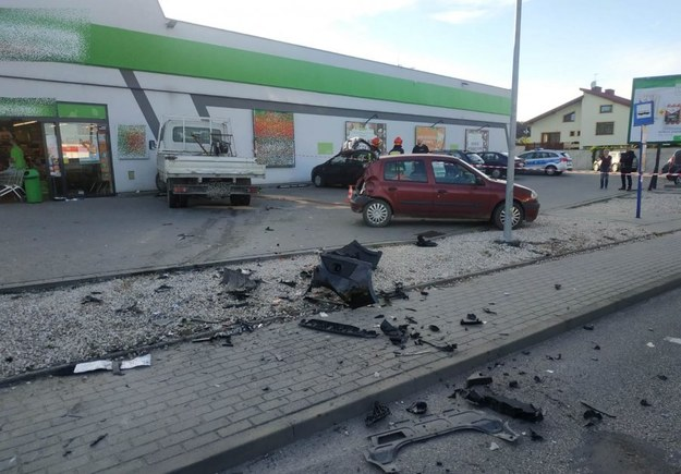 Zderzył się z samochodem, potrącił pieszego i uderzył w sklep. Policja zatrzymała pirata drogowego