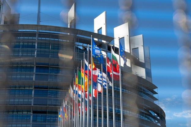 """""""Pieniądze za praworządność"""". Eurodeputowani chcą wrócić do debaty"""