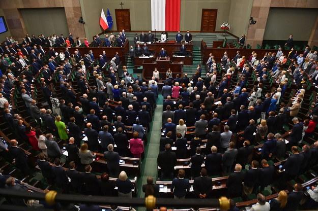Co Polacy myślą o podwyżkach dla polityków. Sondaż