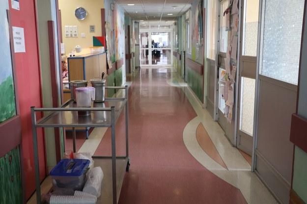 Dwa oddziały szczecińskiego szpitala zawieszone. Powód – więcej pacjentów z COVID-19
