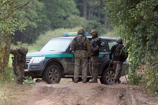 Migranci koło Usnarza Górnego. Straż Graniczna: Z Białorusinami rozmawiają po rosyjsku