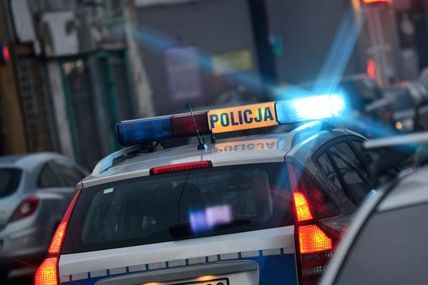Tragiczny finał szarpaniny na środku drogi. Policja szuka świadków