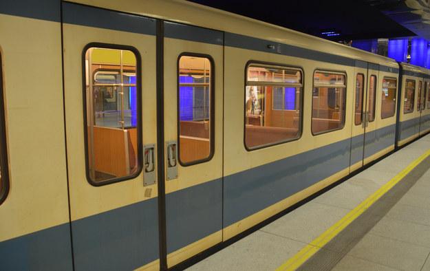 Olsztyn: Kompletnie pijana matka podróżowała pociągiem z 7-latkiem
