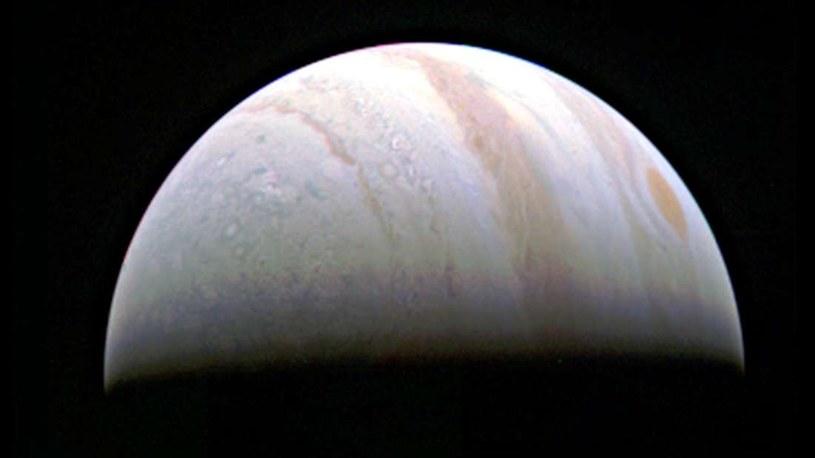 Zdjęcie Jowisza z 27 sierpnia, kiedy sonda Juno była w odległości 703 000 km /NASA