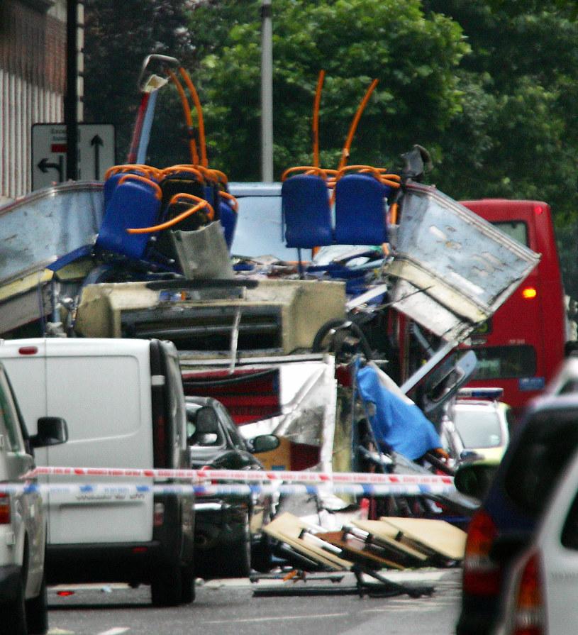 Zdjęcie londyńskiego autobusu, w którym zdetonowano bombę (rok 2005) /AFP