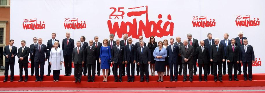 Zdjęcie pamiątkowe gości uroczystości /Radek Pietruszka /PAP