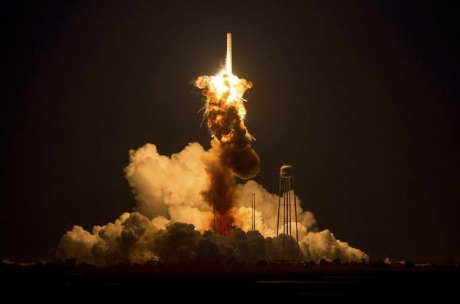 Zdjęcie pokazujące moment eksplozji /PAP/EPA/NASA/JOEL KOWSKY /PAP/EPA