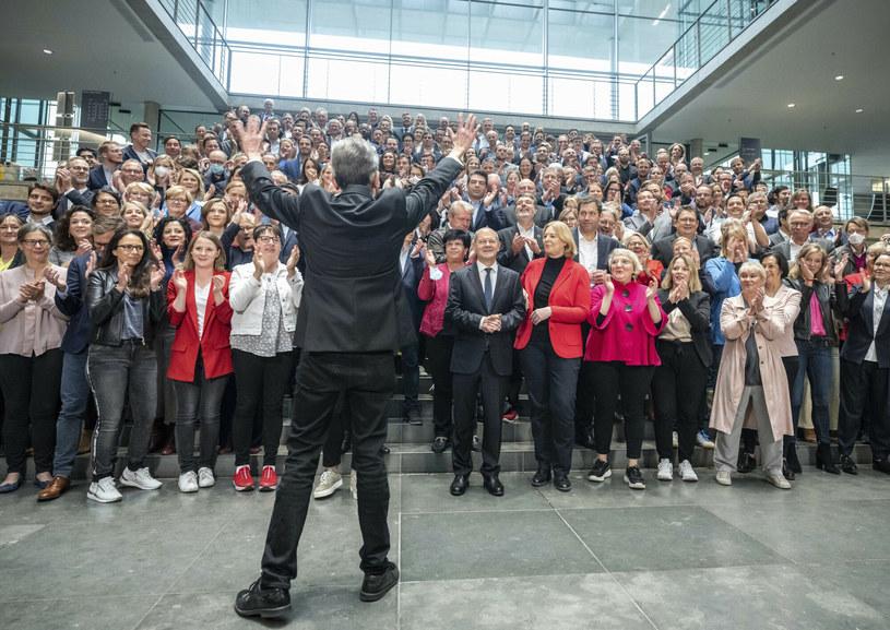 Zdjęcie polityków bez maseczek, które wywołało poruszenie w Niemczech /Associated Press /East News