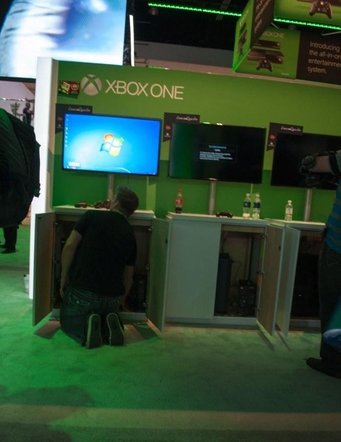 """Zdjęcie prezentujące reset nowej """"konsoli"""" Microsoftu. Fotografię zamieścił Julian Rignall na forum US Gamers /materiały prasowe"""