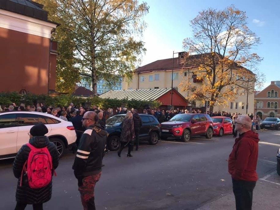 Zdjęcie przesłane przez słuchacza ze Sztokholmu. To kolejka przed konsulatem /Gorąca Linia RMF FM /Gorąca Linia RMF FM