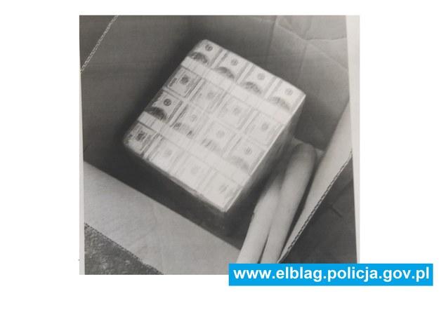 Zdjęcie rzekomej paczki z pieniędzmi /policja.pl /RMF FM