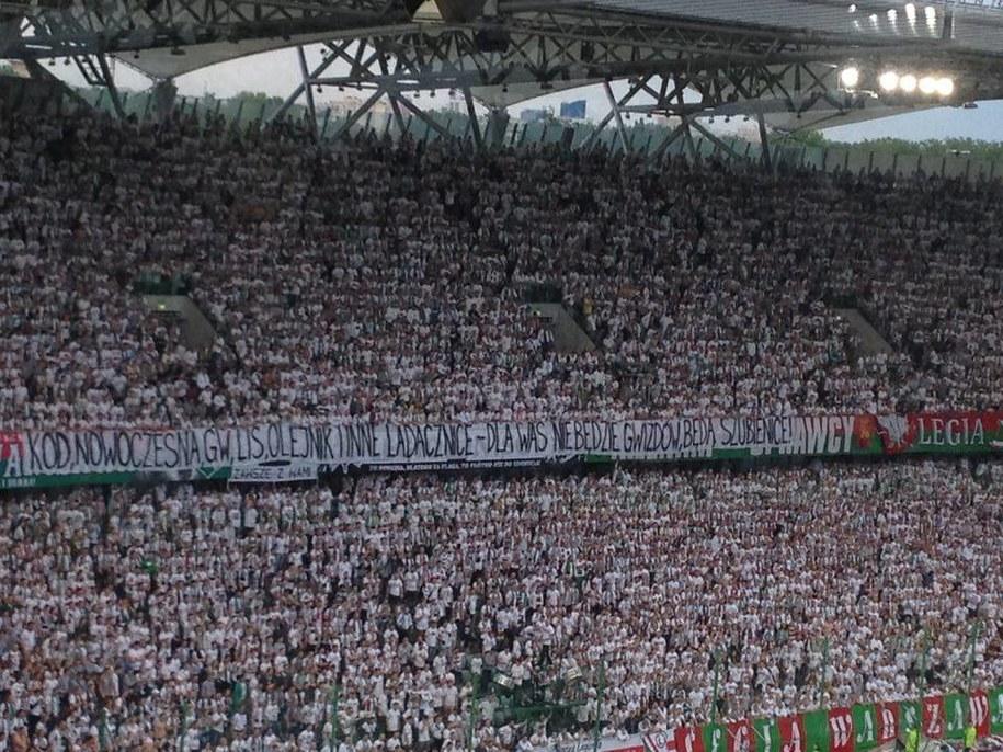 Zdjęcie skandalicznego transparentu /Jan Kałucki  /RMF FM