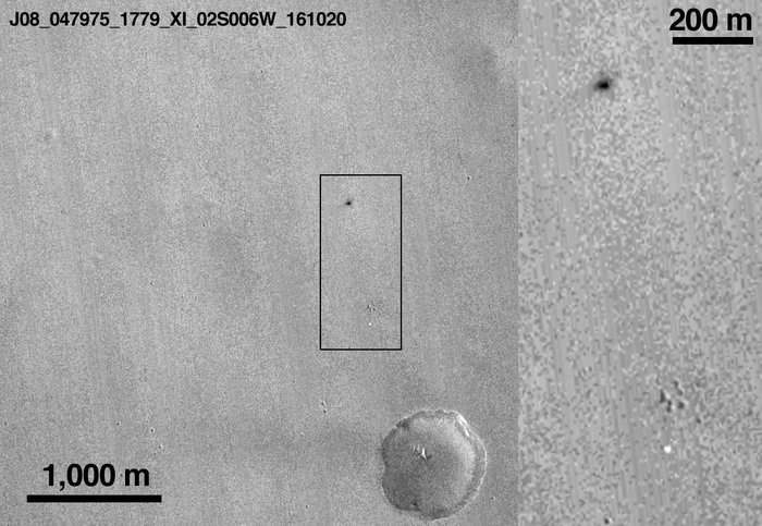 Zdjęcie śladu lądownika, wykonane 20 października 2016 roku przez sondę MRO /NASA/JPL-Caltech/MSSS /materiały prasowe