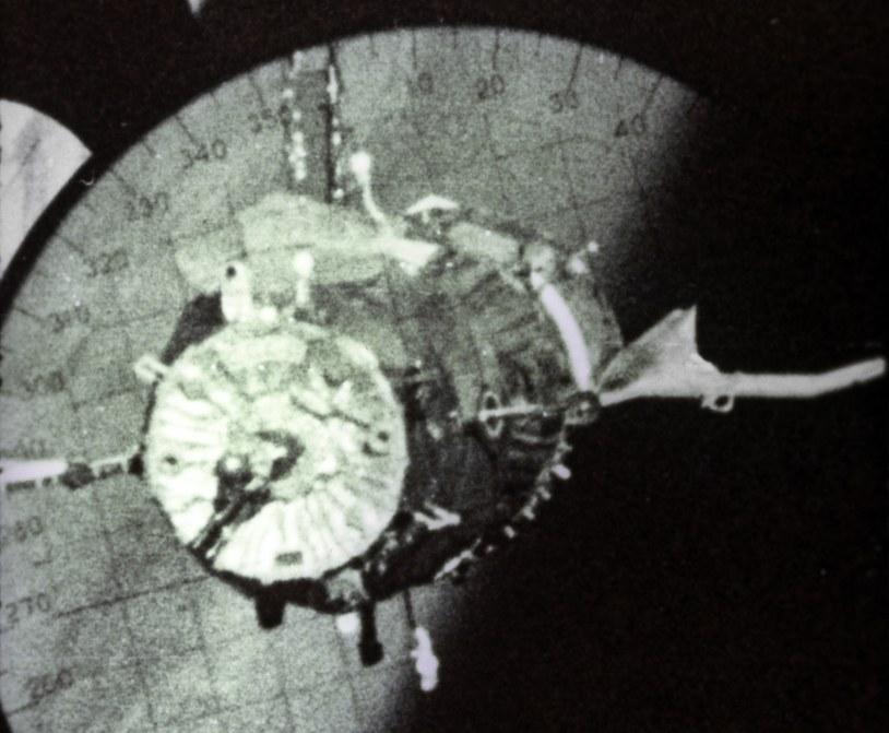 Zdjęcie statku kosmicznego Sojuz 4 zrobione z Sojuza 5 /Sputnik /East News