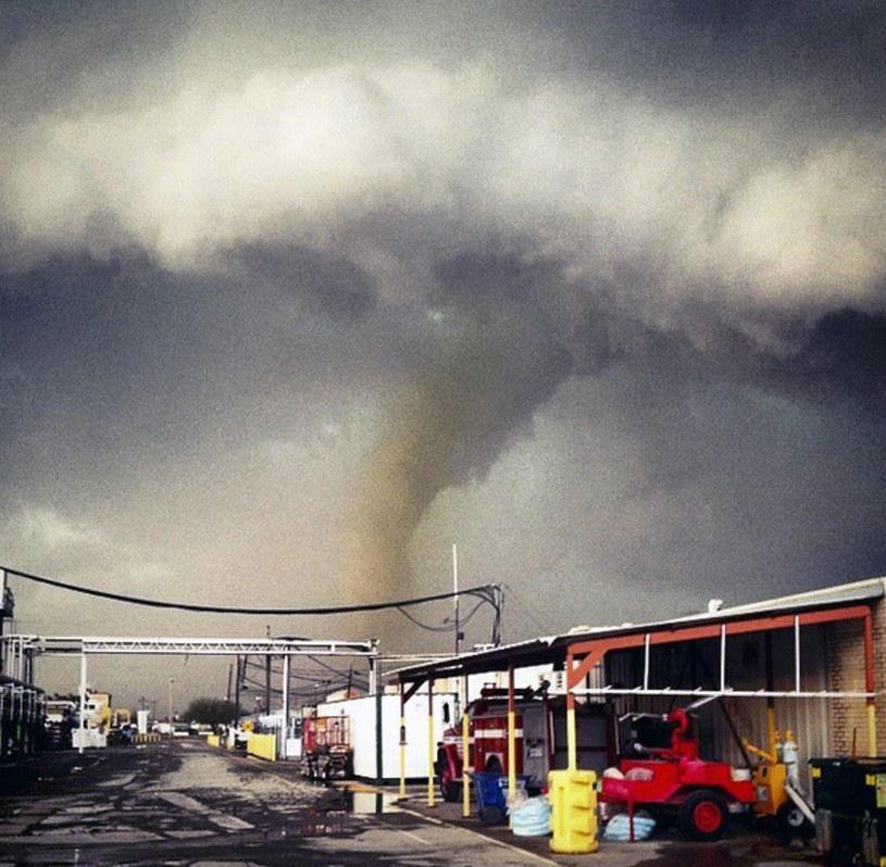 Zdjęcie tornado, które przeszło nad Sand Springs w stanie Oklahoma /ALIX CHIN /PAP/EPA