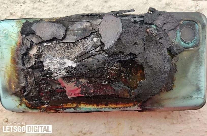 Zdjęcie urządzenia po eksplozji udostępnione przez Ankura Sharma. Fot. Let's Go Digital /materiały prasowe