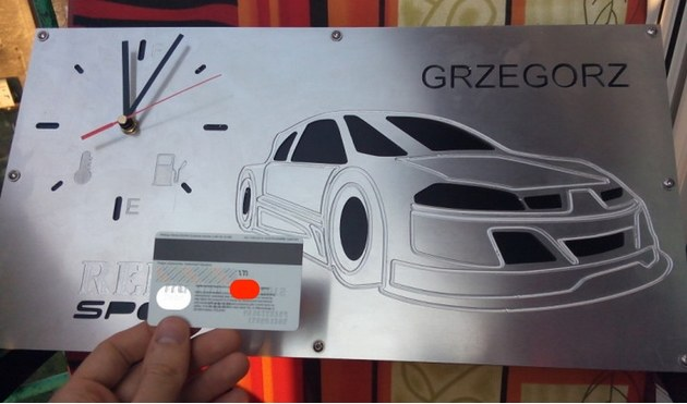 Zdjęcie wrzucone przez allegrowicza. Pamiętajmy, aby nigdy nie umieszczać zdjęć kart kredytowych, szczególnie kodu CVV. Zrzut ekranu zrobiony przez serwis Niebezpiecznik.pl /Internet