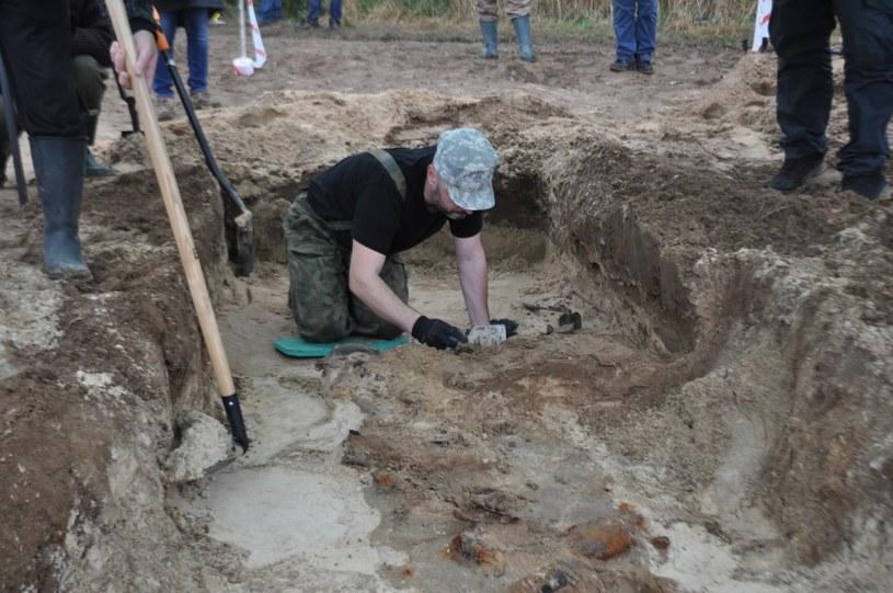 Zdjęcie wykonane podczas ekshumacji /Odkrywca