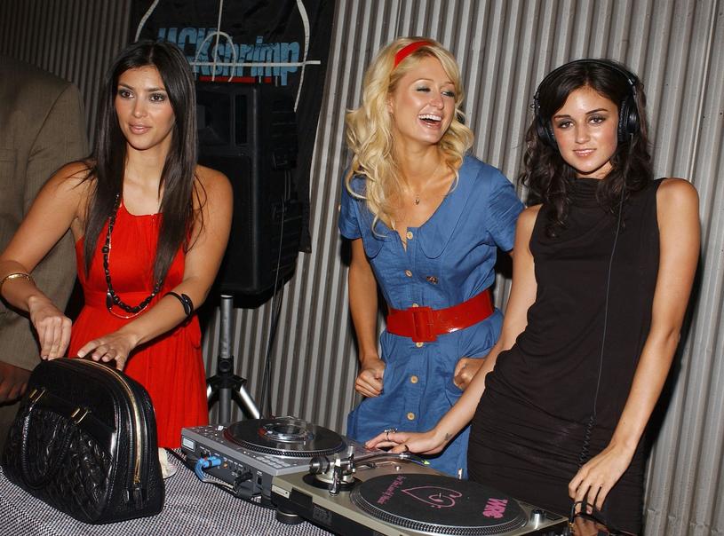Zdjęcie z 2006 roku - Kim Kardashian ze swoją najlepszą przyjaciółką Paris Hilton, Fot.Axelle/Bauer-Griffin /East News