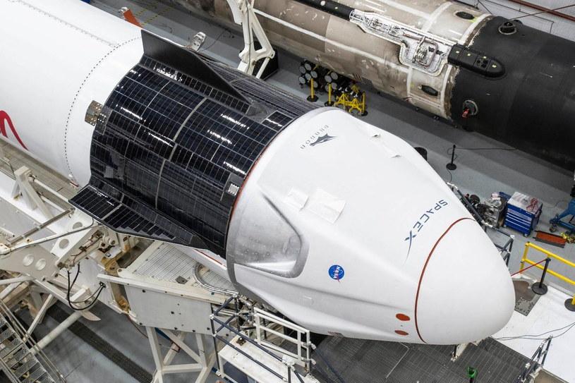Zdjęcie z 9 listopada 2020 - kapsuła Dragon 2 zintegrowana z rakietą Falcon 9 /materiały prasowe