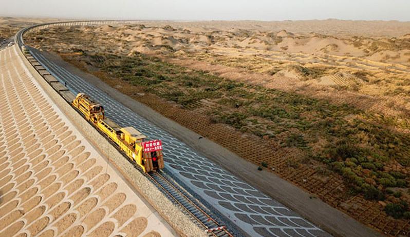 Zdjęcie z budowy pustynnego odcinka. Photo/Xinhua /materiały prasowe