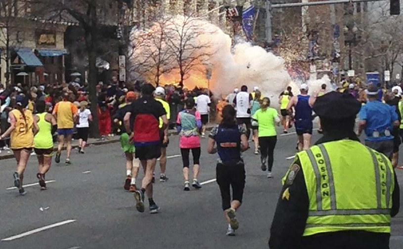 Zdjęcie z drugiego wybuchu na maratonie w Bostonie /REUTERS/Dan Lampariello /Agencja FORUM