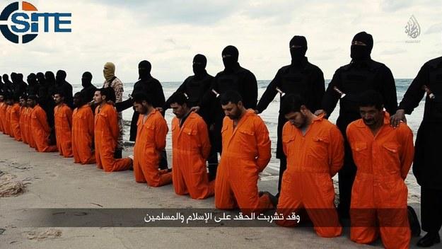 Zdjęcie z egzekucji egipskich chrześcijan zostało zamieszczone na Twitterze /Twitter