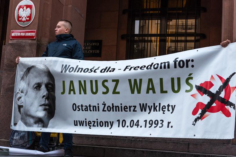 Zdjęcie z manifestacji poparcia środowisk nacjonalistycznych dla uwolnienia Janusza Walusia; zdj. z  27 września 2017 roku /Stanislaw Kusiak /East News