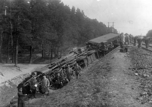 Zdjęcie z miejsca katastrofy pod Starogardem Gdańskim (fot. Zbiory Archiwum Państwowego w Bydgoszczy) /INTERIA.PL