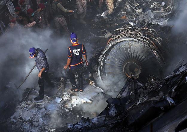 Zdjęcie z miejsca katastrofy / SHAHZAIB AKBER    /PAP/EPA
