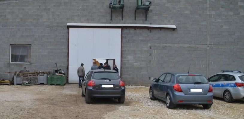 Zdjęcie z miejsca odnalezienia ciał /Policja