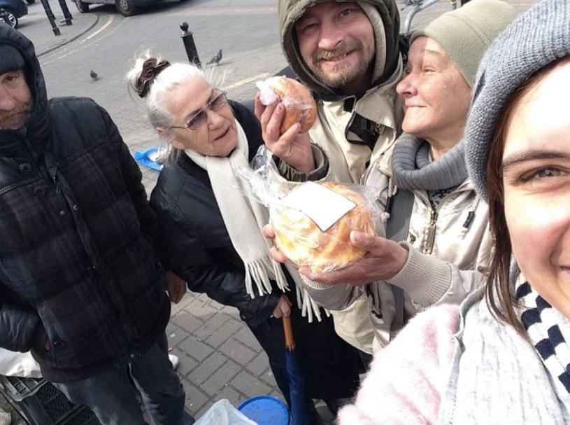 """Zdjęcie z pierwszej akcji """"Podziel się Posiłkiem z Bezdomnymi"""". /Maria Skołożyńska /"""