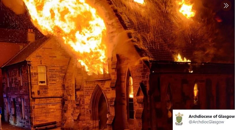 Zdjęcie z pożaru zamieściła Archidiecezja Glasgow /