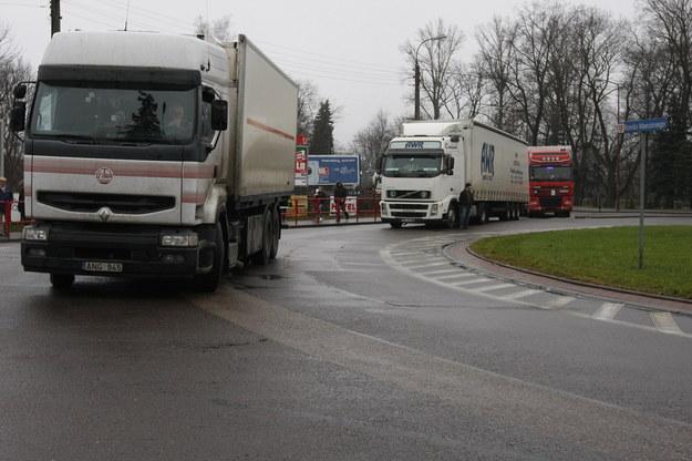 Zdjęcie z protestu w sprawie przyśpieszenia budowy obwodnicy Augustowa /Artur Reszko /PAP
