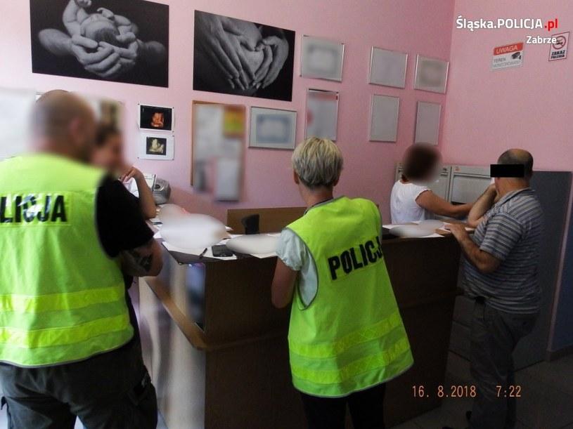 Zdjęcie z prywatnego gabinetu ginekologa /Policja