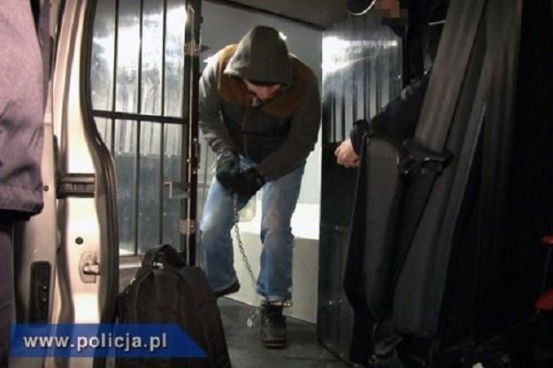 Zdjęcie z przewożenia Mariusza N. do Polski /Policja