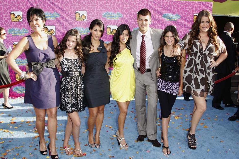 Zdjecie z roku 2008 - Kris Jenner, Kylie Jenner, Kim Kardashian, Kourtney Kardashian, Robert Kardashian, Kendall Jenner i Khloe Kardashian, fot. Peter Brooker/REX/Shutterstock /East News