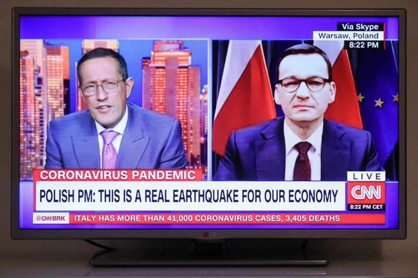 """Zdjęcie z transmisji programu stacji CNN """"Quest Means Business"""", którego gościem był premier Mateusz Morawiecki /Paweł Supernak /PAP"""