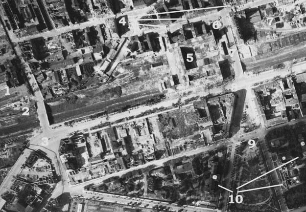 Zdjęcie zostało wykonane 30 sierpnia 1944 roku o godzinie 15:15 /S. Różycki/NARA /Odkrywca