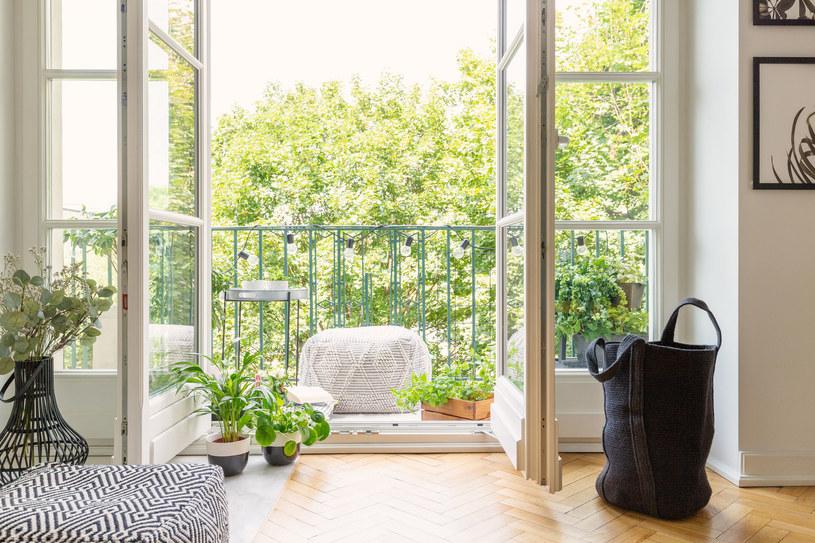Zdradzamy, jakie są pomysły na mały balkon /123RF/PICSEL