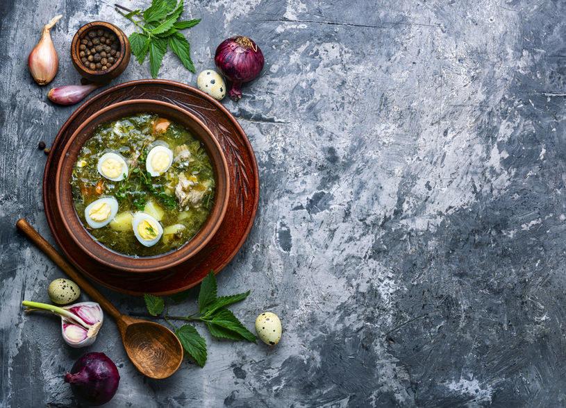 Zdrowa i zaskakująco pyszna zupa z pokrzywą w roli głównej /123RF/PICSEL