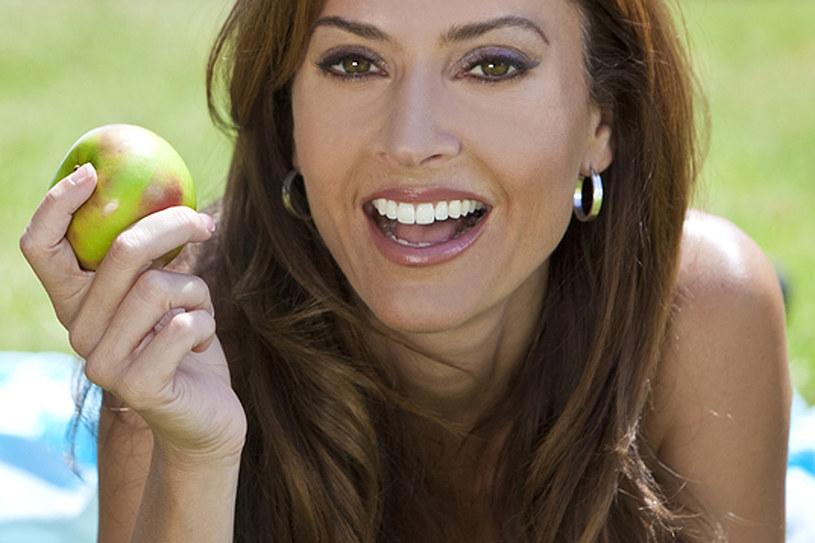 Zdrowa zbilansowana dieta to gwarancja pieknego uśmiechu /© Photogenica