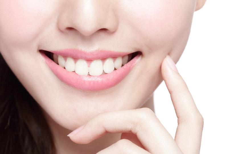 Zdrowe dziąsła to zdrowe zęby /123RF/PICSEL
