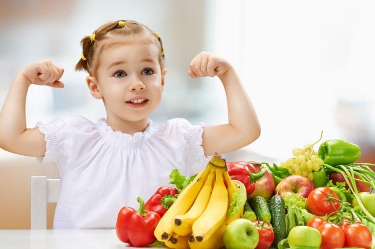 zdrowe jedzenie dla dzieci /© Photogenica