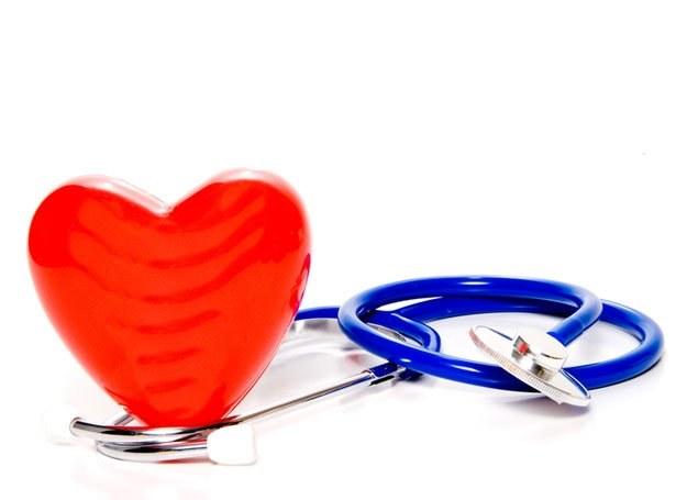 Zdrowe serce, takie, które jest w pełni sił, czyli młode, uderza rytmicznie od 60 do 90 razy na minu /© Panthermedia