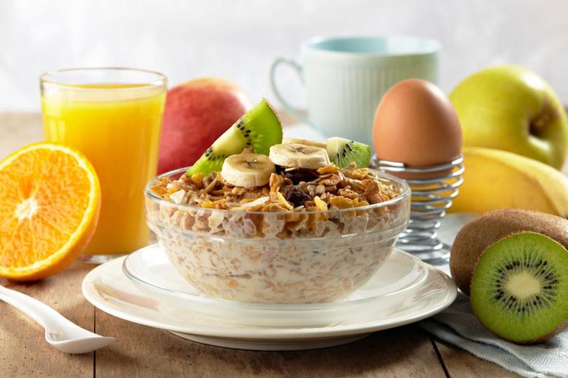 Zdrowe śniadanie powinno zzapewnić energię na cały dzień /123RF/PICSEL