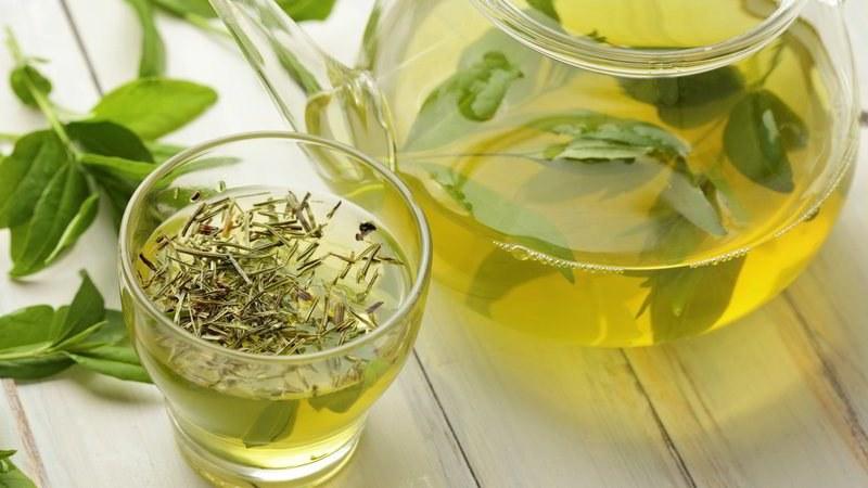 Zdrowotne działanie zielonej herbaty /© Photogenica