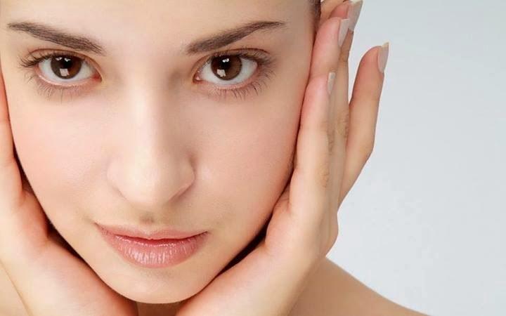 Zdrowsza skóra bez makijażu /© Photogenica