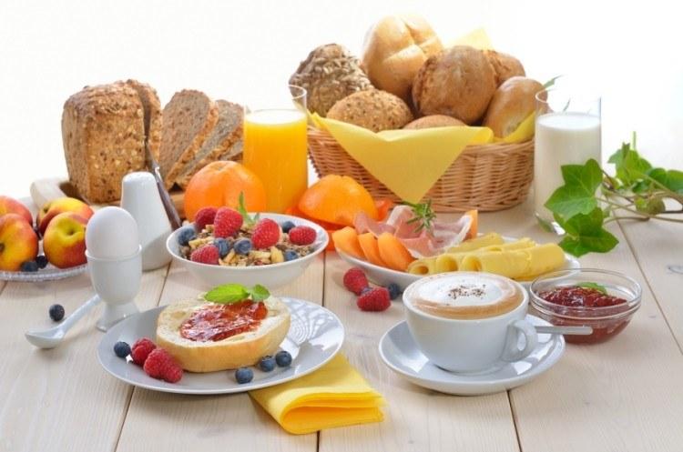 Zdrowsze jedzenie /© Photogenica